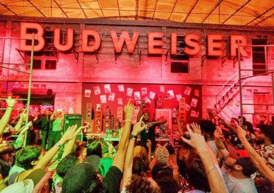 Budweiser leva ações promocionais para dez capitais brasileiras durante a Copa